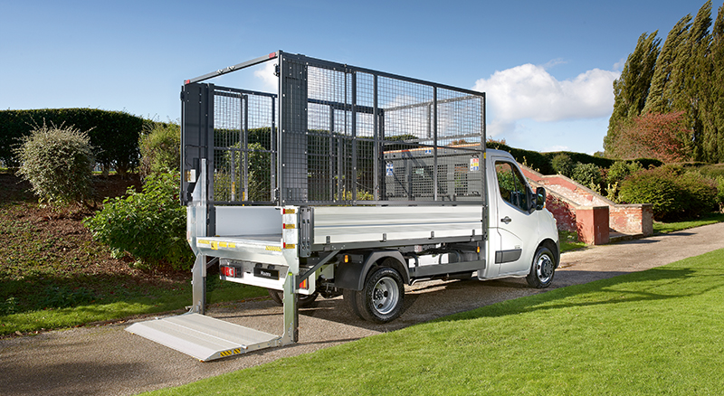 cage with tail lift